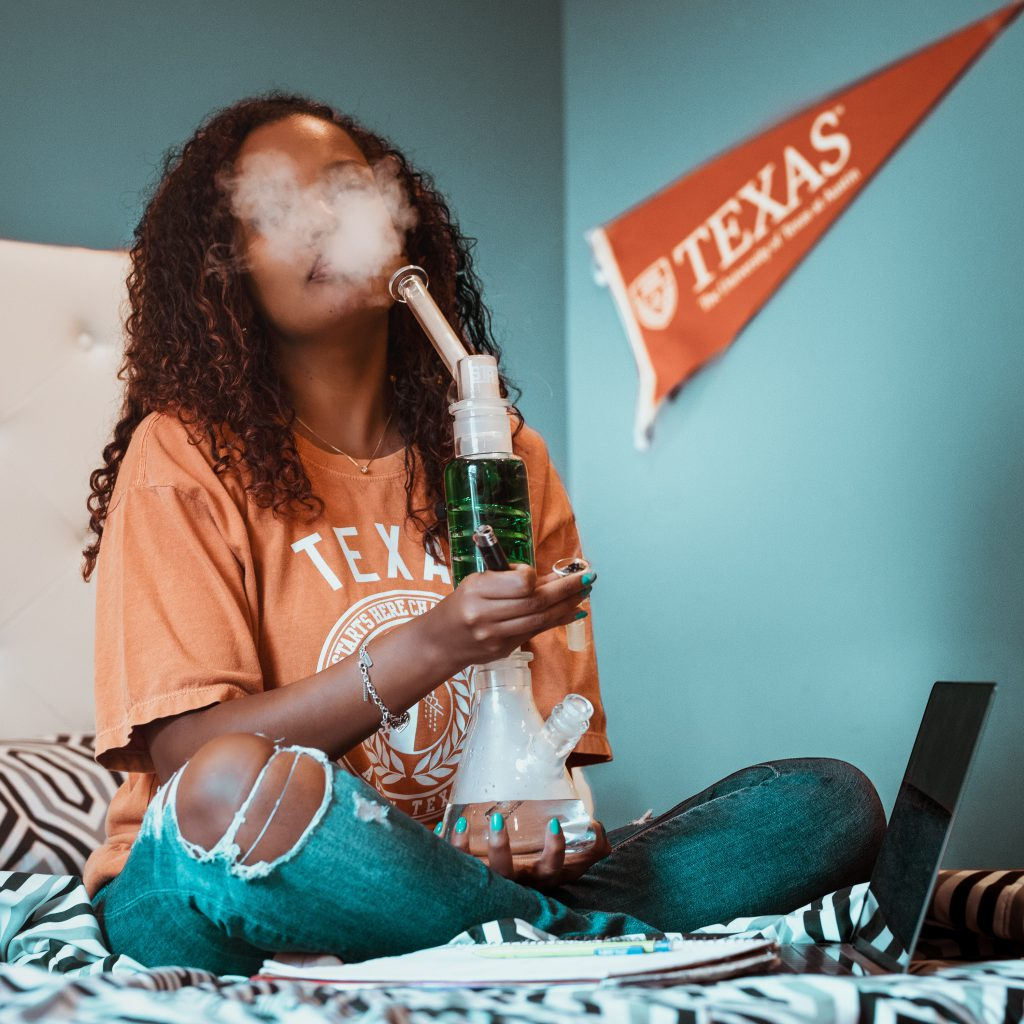 Women-in-Cannabis-Study-Now-Available-to-Women-in-the-UK